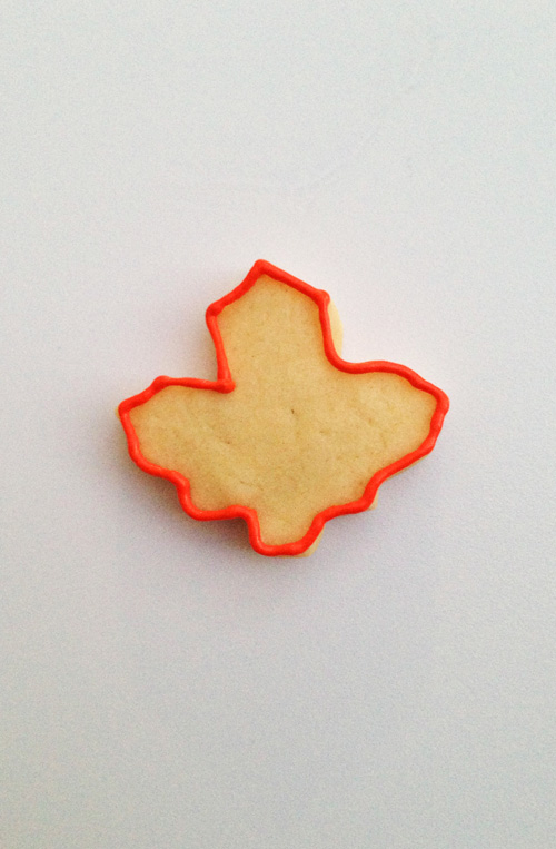 maple_leaf_cookie_outline