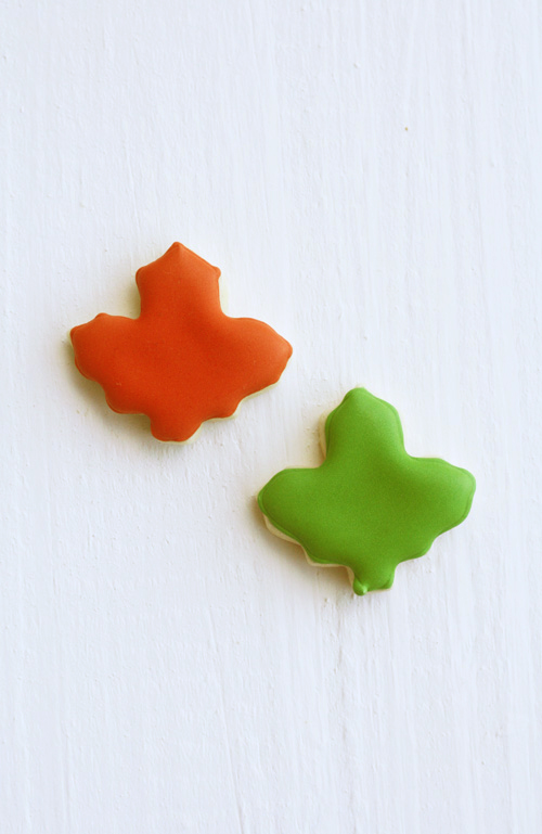 two_fall_maple_leaves_cookies
