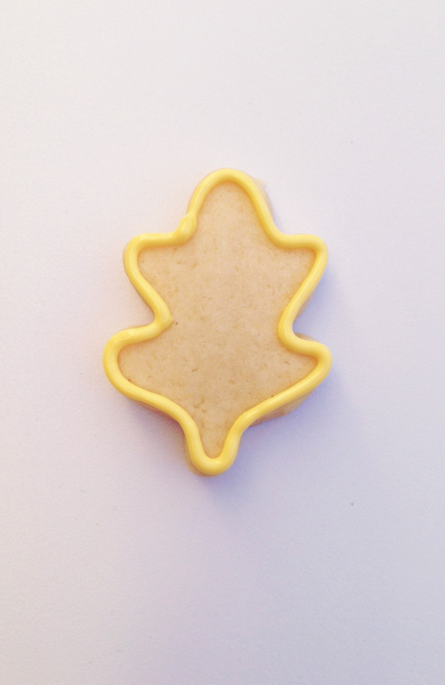 yellow_leaf_cookie_outline